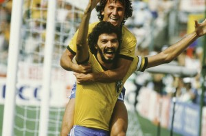Fussball :   WM  1986 in Mexiko Jubel ZICO / BRA und SOCRATES / BRA Foto:BONGARTS  *** Local Caption *** Zico;Socrates