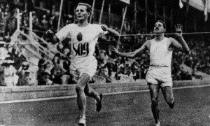 19970901 - TUKHOMA :  Hannes Kolehmainen takanaan Jean Bouin vuonna 1912.  LEHTIKUVA / ARKISTO / TPH