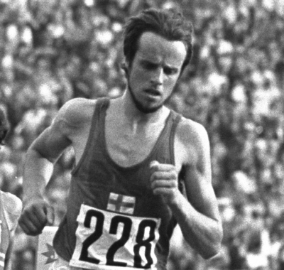1972:  Lasse Viren (#228) of Finland on his way to Gold in the mens 10000m at  the Olympic Games in Munich, West Germany.  Mandatory Credit: Tony Duffy /Allsport